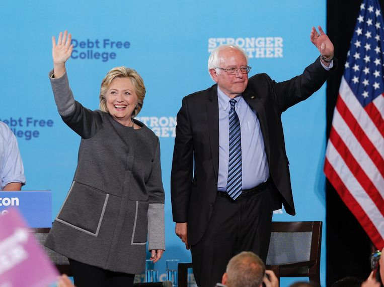 Hillary Clinton en Bernie Sanders. Beeld epa