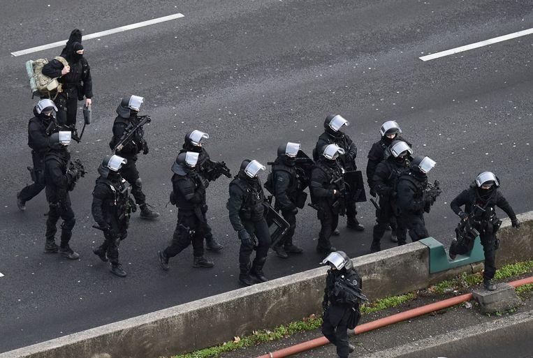 De Franse politie in de Parijse wijk Porte de Vincennes. Beeld afp