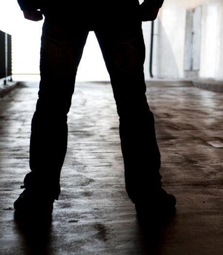 19-jarige krijgt klap op achterhoofd en verliest na worsteling Airpods aan straatrovers