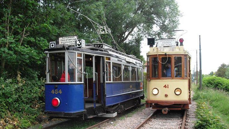 Een Amsterdamse 'Blauwe Wagen' en een Groningse tram op de wisselplaats bij de Kalfjeslaan in Amsterdam Beeld www.museumtramlijn.org