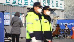 Coronavirus: Dodentol China gestegen naar 2.223. Medische testen vaccin mogelijk vanaf april