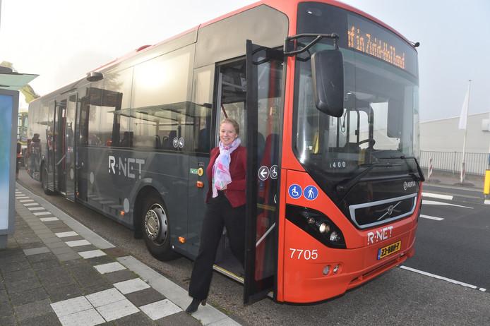 Een streekbus in de R-Net uitmonstering