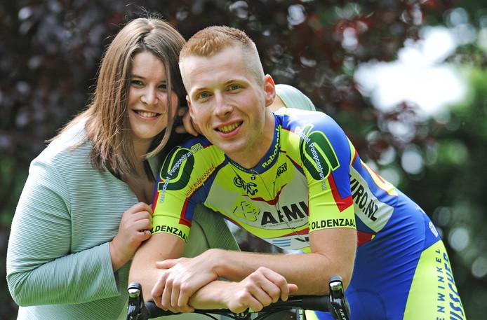 Leon Strötker verhuisde voor de liefde naar Venlo. Hier staat hij op de foto met zijn vriendin Evy.