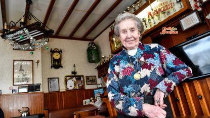 """Cafébazin Denise (90) denkt nog lang niet aan stoppen: """"De deugnieten zijn bij mij aan het verkeerde adres"""""""