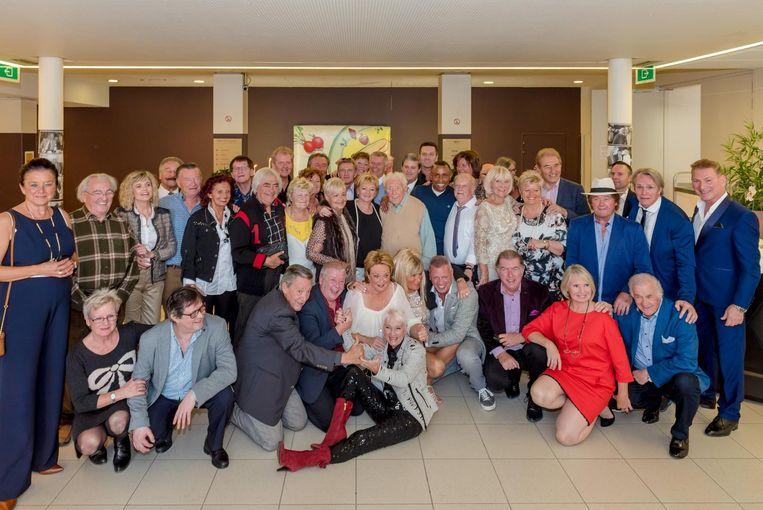Er kwamen 128 artiesten naar de reünie, die wordt georganiseerd door Yvette Ravell (in het midden vooraan, met rode laarzen).