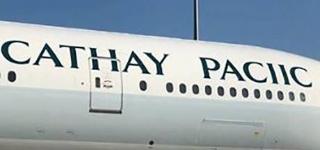 Oeps! Cathay Pacific vergeet een letter op vliegtuig