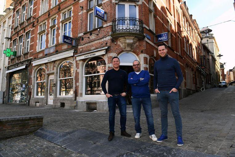 Jan Vandenplas, Erik De Rop en Ben Boogers voor het pand van café Orient, dat eind mei onder een nieuwe naam zal openen.