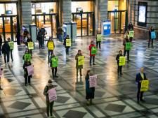 """Extinction Rebellion voert stille actie in Centraal Station: """"Het is vijf na twaalf, maar de overheden kunnen nog altijd veel meer doen"""""""
