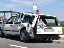 Automobilist gewond bij botsing op Deltaweg bij Wilhelminadorp