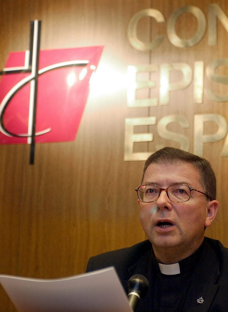 De woordvoerder van de bisschoppen, Antonio Martínez Camino. Foto EPA/Fernando Alvarado Beeld