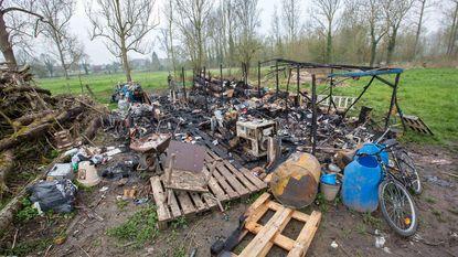 Daklozenkamp in brand gestoken, nadat bewoner in elkaar gemept wordt