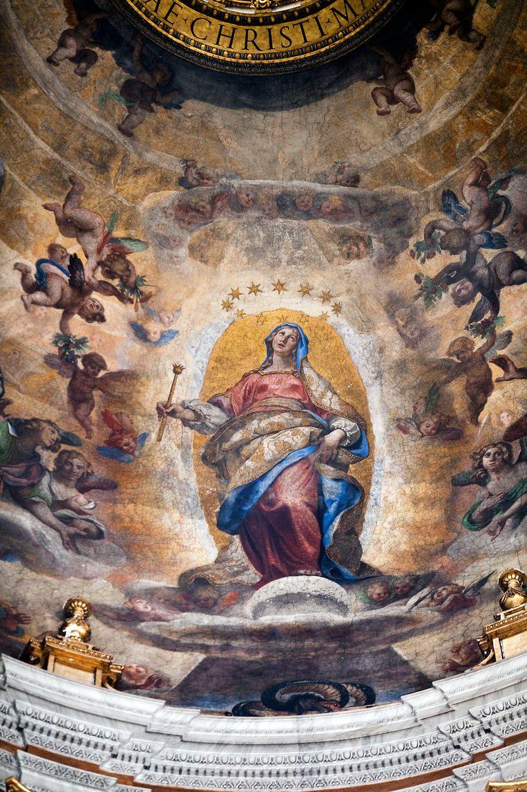 Een beeld van Maria in de Mariakerk in Rome.  Beeld Werry Crone