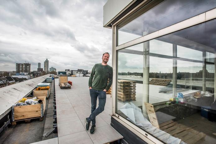 """,,Vijf jaar geleden had ik dit niet aangedurfd, maar de stad is veranderd."""" Jaap van Ham op het toekomstige terras van de rooftopbar."""