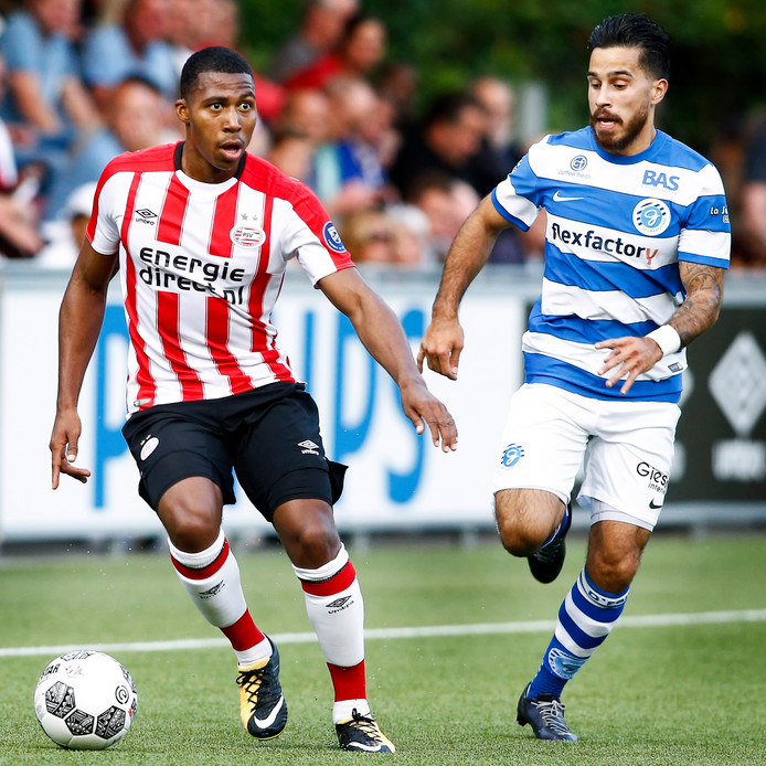 Jurich Carolina in het shirt van PSV.