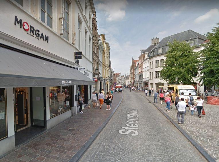 Het pand van Morgan de toi, links van het Simon Stevinplein, wordt ingepalmd.