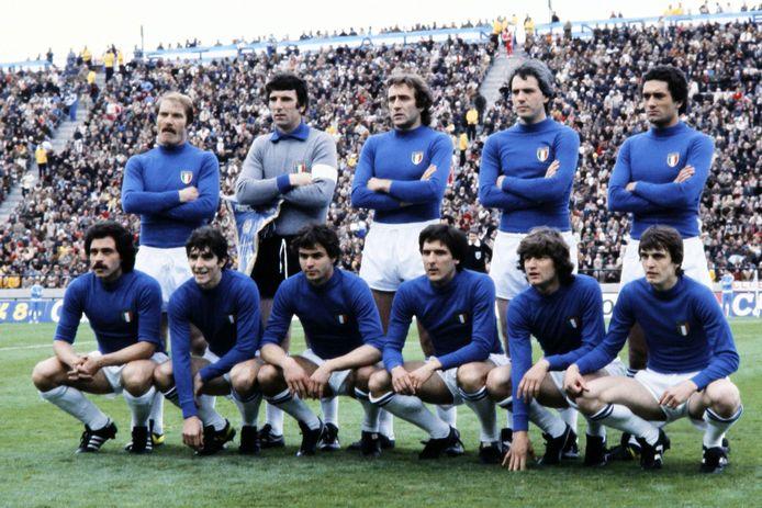 Paolo Rossi avec l'Italie lors du Mondial 1978 (deuxième accroupi en partant de la gauche)