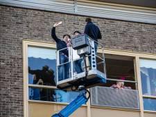 Nel viert haar honderdste verjaardag op haar balkon: 'Superleuk, een echte verrassing'