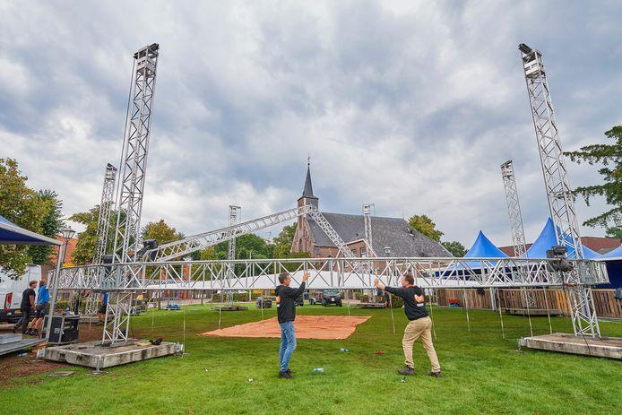 Vorig jaar werd de festivaltent midden in Boerdonk opgebouwd voor de Buffelrun. Dit jaar komt dit evenemet er niet, maar wel een nieuw initiatief van de organisatie van de Bufferun: Boering Beach Ball Blast.