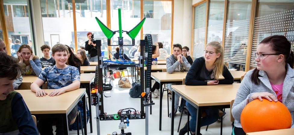 Rector Rob Schuurmans weet het zeker: Ooit staan er robots voor de klas