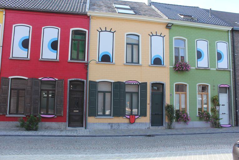 De huizen van de Peperstraat kregen ogen en een mond.