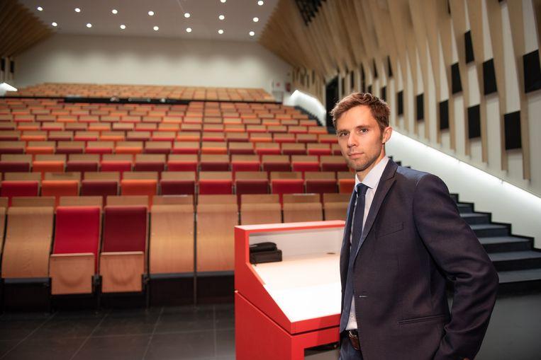 Directeur Pieter Vyncke in het auditorium met 350 zitplaatsen.