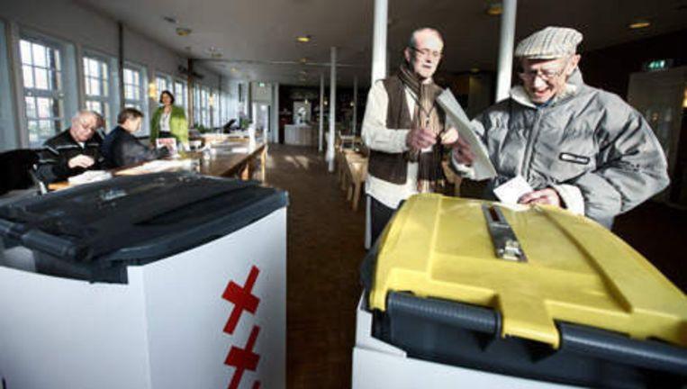 Stemlokaal voor de gemeenteraadsverkiezingen en deelraadverkiezingen in het Zonnehuis op het Zonneplein in Amsterdam Noord. Foto:Jean-Pierre Jans Beeld