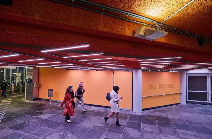 De Yellow Free Zone in metrostation Maashaven, een kunstwerk van Adrien Lucca.