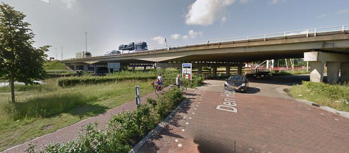 De snelwegbrug over het kanaal bij Oirschot.