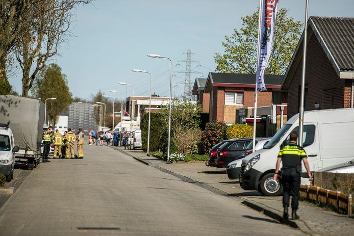 De politie in Didam na de vondst van het drugslab.