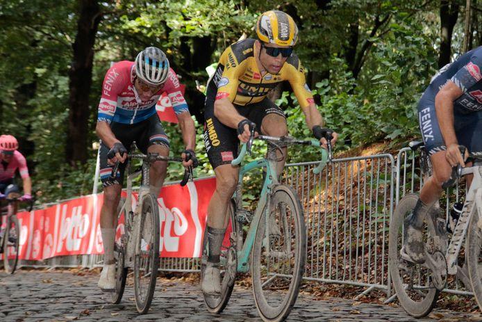 Mathieu van der Poel (links) en Wout van Aert in Gent-Wevelgem.