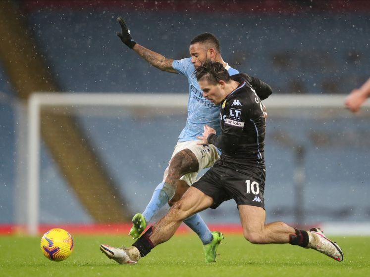 Manchester City wint dankzij dubieuze goal van Aston Villa