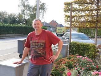 Kris (57) plaatste zelfgemaakte flitspaal in voortuin om snelheid in straat omlaag te krijgen, maar twee weken later is toestel al gestolen
