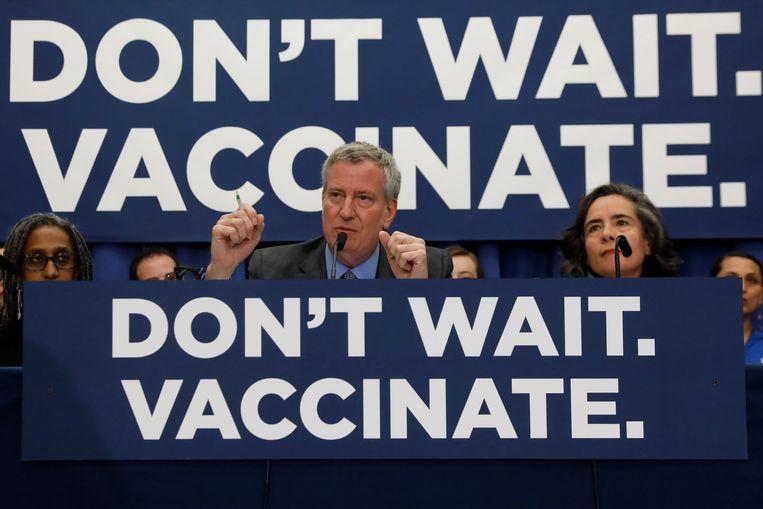 Bill de Blasio, burgemeester van New York, Bill de Blasio, riep bewoners van de stad op om vaccinaties te halen en liet weten dat ze anders een boete kunnen krijgen. Beeld REUTERS