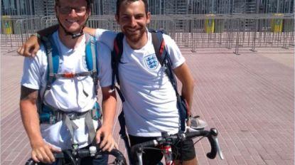 Duo Britse voetbalfans reist naar Rusland met... de fiets