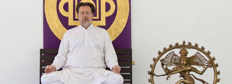 Swami Vivekandanda Saraswati, wiens echte naam Narcis Tarcau is, zou jarenlang vrouwen misbruikt hebben in de Agama Yogaschool op Koh Pangan.