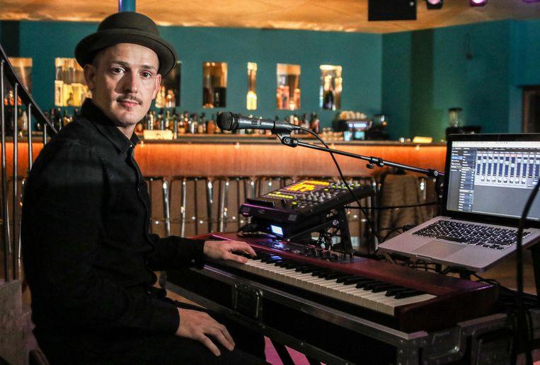 Dries Van Haute aan zijn keyboard.
