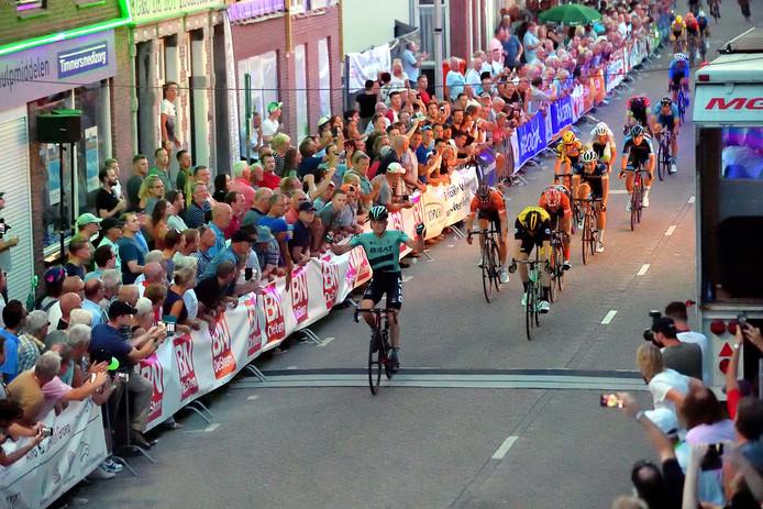 Piotr Havik komt als eerste over de streep.