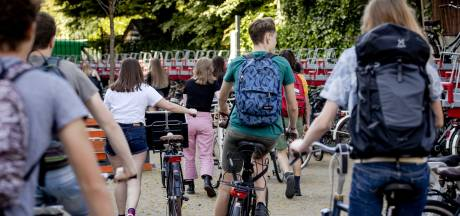 Eerste schooldag: afstand houden op de gang en het plein is flinke opgave