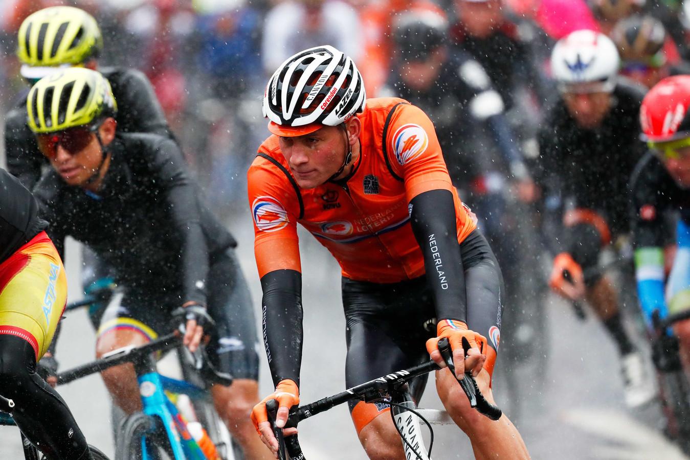 Mathieu van der Poel tijdens de wegwedstrijd van de WK wielrennen in Yorkshire.
