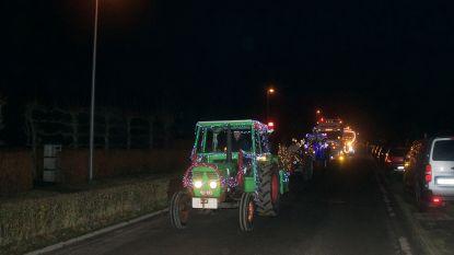 VIDEO: Kerstparade met verlichte tractoren trekt door Desteldonk