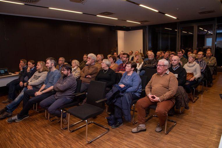 Heel wat belangstelling voor de infovergadering rond de knijtenproblemen in Schellebelle.