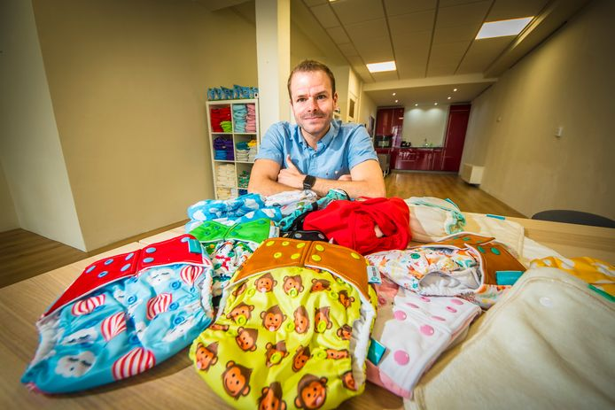 HENGELO - Jeffrey Scholten handelt in duurzame babyartikelen zoals wasbare luiers. Daar heeft hij zijn handen vol aan.