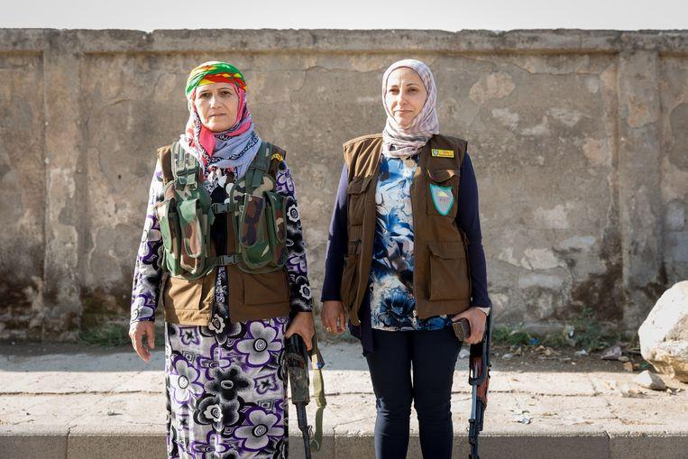 Vrouwelijke burgerwacht in de autonome regio Rojava. Beeld Ernie Buts