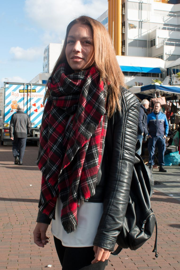 Tamara (26),  sjaal van ZARA Beeld Sarah Amrani