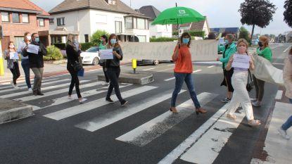 """Witte woede langs N9 in Lievegem: """"Applaus voor de zorg is goed, maar daar mag het niet bij blijven"""""""