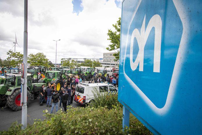 Protestboeren hebben het voorzien op distributiecentra van Albert Heijn.
