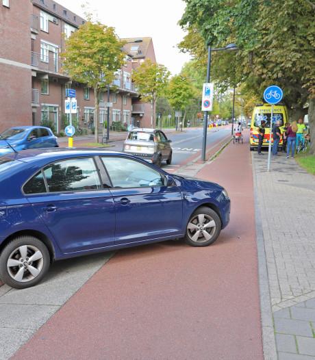 Politievoertuig in botsing met scooterrijdster op Jacoba van Beierenlaan