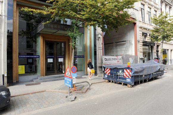 Leegstand in de Schuttershofstraat in Antwerpen. Veel winkels vertrekken uit de chique winkelstraat.