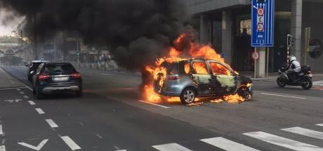 Une voiture en feu à la rue Belliard