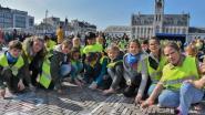 Honderden 'krijtvossen' kleuren Reynaert op Grote Markt